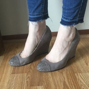 Jessica Simpson grey suede wedge heels size 8